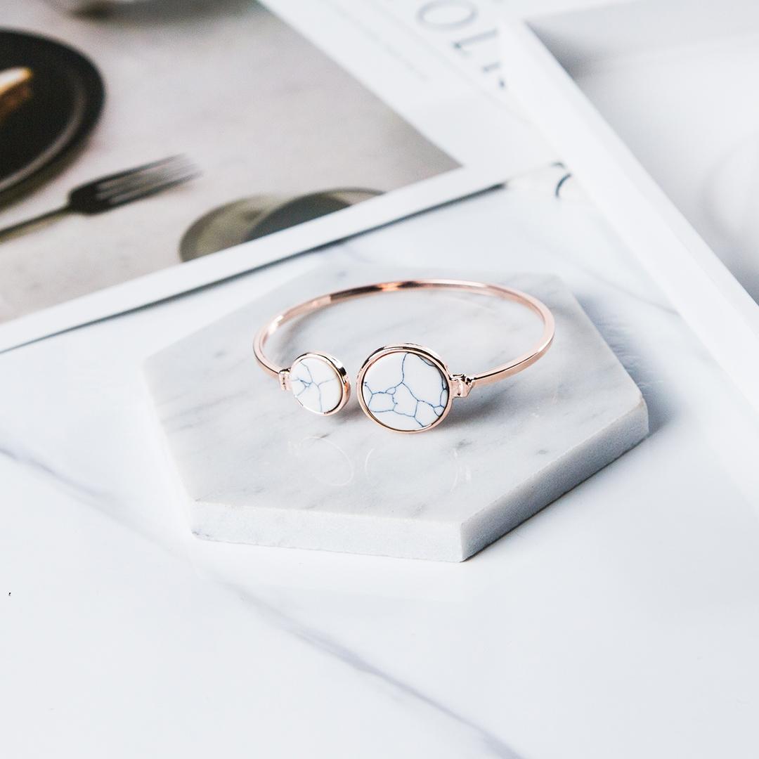 Marble bangle product photography
